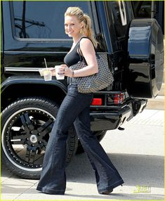 Hilary Duff: Go, Go, Goyard!: Photo Hilary Duff totes around her favorite Goyard bag as she shops at Barney's New York department store in Beverly Hills on Monday, Memorial Day. Passion For Fashion, Love Fashion, Ukraine Girls, Model Outfits, Cool Style, My Style, Hilary Duff, Sexy Jeans, Celebrity Look