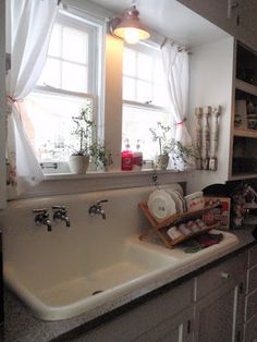 Just a warning, this is a LONG, but fantastic blog. I took my first trip to  Bachman's Holiday Idea House  on Friday, and it was amazing! I...
