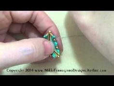 Video: PuffyTriangle by  Mikki Ferrugiaro.  #Seed #Bead #Tutorials