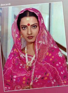 Rekha in locket Bollywood Photos, Bollywood Stars, Bollywood Celebrities, Indian Celebrities, Beautiful Bollywood Actress, Most Beautiful Indian Actress, Indian Film Actress, Indian Actresses, 80s Actresses