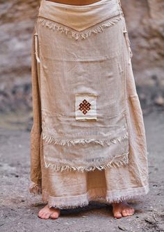 Frayed cotton panel skirt with embroidery patch 2019 Frayed cotton panel skirt with embroidery patch The post Frayed cotton panel skirt with embroidery patch 2019 appeared first on Cotton Diy. Ropa Shabby Chic, Hippie Style, My Style, Embroidery Patches, Mori Girl, Fabric Material, Casual, Hand Weaving, Queen