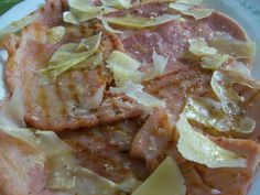 Prosciutto cotto alla griglia con scaglie di parmigiano