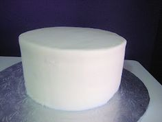 This Is a buttercream finished red velvet cake yes it is pretty smooth.