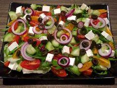 Sałatka grecka - Blog z apetytem Caprese Salad, Fruit Salad, Cobb Salad, Sushi, Grilling, Food And Drink, Ethnic Recipes, Blog, Fruit Salads