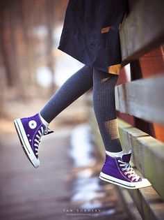 Purple Chuck Taylor's Converse High Tops these look cute Converse Haute, Estilo Converse, Converse All Star, Converse Shoes, Purple Converse High Tops, Colored Converse, Converse Style, Converse Sneakers, Converse Outfits