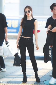 Apink Naeun, Airport Style, Airport Fashion, Ulzzang, Korea, Chic, Celebrities, Dance, Pop
