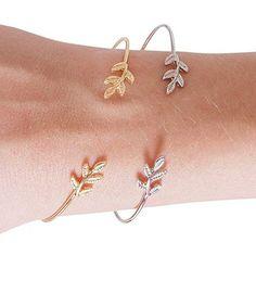 Bracelet en métal plaqué or 14k et argenté. Un bracelet créateur tendance à porter tous les jours. Bracelet reglable convient à tous les poignets. Disponible en métal doré et métal argenté