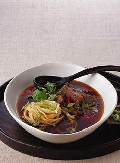 Taiwanese Beef Noodle Soup / Romulo Yanes