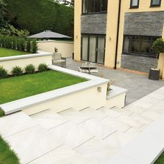 Mode Porcelain Steps in Silver Grey really do offer a state-of-the-art, cutting-edge design choice for those looking for the ultimate contemporary outdoor space. Grey Paving, Linear, Garden Steps, Backyard Patio Designs, Outside Living, Contemporary Garden, Home Hacks, Small Gardens, Outdoor Spaces
