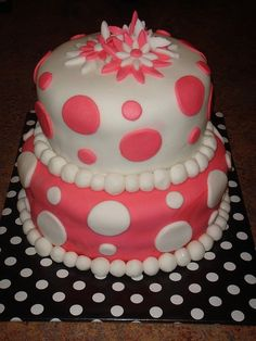 coral and aqua? Polka Dot Fondant Cake I learned How to Make this in a Fondant Class Pretty Cakes, Cute Cakes, Yummy Cakes, Unique Cakes, Creative Cakes, Cake Pops, Polka Dot Cakes, Polka Dots, Birthday Cakes For Teens