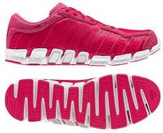 online store 2989a cb4a3 Red shoes Pinke Schuhe, Rote Schuhe, Cremefarbenes Kleid, Adidas,  Firnessmode, Designerschuhe