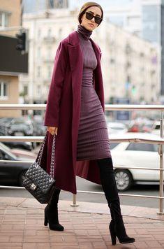 С чем носить платье-водолазку осенью: высокие сапоги и пальто #knitwear #knitdress #highboots #streetstyle #streetfashion #streetfashionstyle