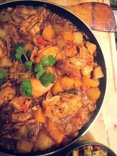 Durban Chicken Curry This simple Durban chicken curry recipe is the perfect introduction to South African Indian cuisine, which boasts the best tasting curries in the world. Durban Chicken Curry This si South African Dishes, South African Recipes, Indian Food Recipes, Ethnic Recipes, Curry Dishes, Curry Recipes, International Recipes, The Fresh, Carne
