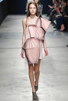 Christopher Kane - London Fashion Week - Otoño Invierno 2014/2015 - Fashion Runway