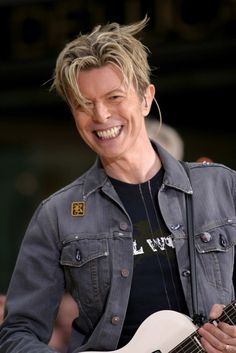 2003 --- DAVID  BOWIE performing on stage