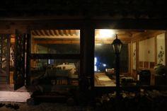 전통한옥의 취옹예술관과 약선요리  Traditional Korean style  Chiong art gallerie & medical food   한식당 가평의 축령산에 위치한 전통한옥의 취옹.... 한국전통의 한옥건물과 돌, 흙, 나무가 어우러진 곳....  취옹예술관 http://www.chi-ong.co.kr/ http://blog.daum.net/chi-ong  우리들한의원 홈피 Wooreedul Korean Medicine Clinic English HP http://www.iwooridul.com/english 日本語HP http://www.iwooridul.com/japan 中國語 HP http://www.iwooridul.com/chinese 무료앱 free app http://www.iwooridul.com/app-update