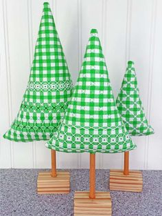 Gingham embroidery, also known as Chicken Scratch, was used to embellish the gingham fabric before being stitched up into trees for decorations. Country Christmas, All Things Christmas, Christmas Crafts, Christmas Decorations, Chicken Scratch Patterns, Chicken Scratch Embroidery, Blackwork Embroidery, Swedish Weaving, Gingham Fabric