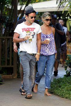 #JenniferAniston and #JustinTheroux in Hawaii.
