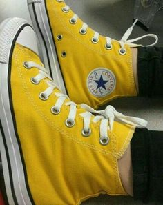 Converse All Star, Vans Converse, Yellow Converse, Colored Converse, Girls Sneakers, Vans Sneakers, Sneakers Workout, Black Sneakers, Casual Sneakers