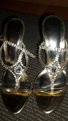 SEXY! SARAH JAYNE,CRYSTAL 2.5 INCH.HEELS! THESE R GOLD WITH CRYSTAL STRAPS!NWOB,SZ.10M,!: http://www.outbid.com/auctions/10348-fashion-s-first-retro-retail-groovy-gadgets-express-your-innerself-jewelry#57