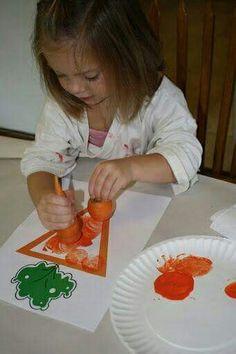 Pencils, Proverbs, Pandemonium, & Pins: The Carrot Seed. Stamping carrot tops in orange paint. Preschool Garden, Preschool Classroom, Preschool Crafts, Crafts For Kids, Preschool Food, Craft Kids, Easter Activities, Spring Activities, Preschool Activities