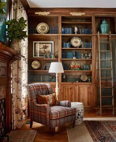 DIY Home Decor Projects To Give Any Room a Makeover – James T Farmer interior design southern style traditional classic timeless entertaining decorating books cozy homes historic antiques Design Scandinavian, Design Apartment, Family Room Design, Diy Home Decor Projects, Sewing Projects, Plywood Furniture, Modern Furniture, Furniture Design, Traditional House