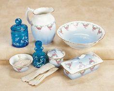 De Kleine Wereld Museum of Lier: 161 French Porcelain Toilette Ensemble and Gloves