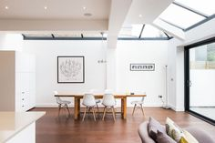 This London location house is a light and spacious Victorian family home in Putney with contemporary decor. It has a large kitchen/reception ro. Bungalow Extensions, House Extensions, Alvar Aalto, Victorian Townhouse, Interior Styling, Interior Design, Style Loft, Wooden Terrace, Aluminium Windows