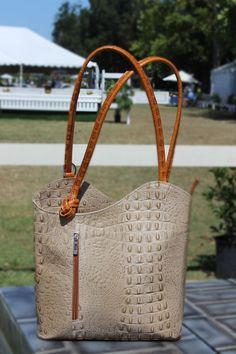 The newest two tone colors in taupe and tan! Caracol - Inspired Jewelry and Handbags - Italian Leather Convertible Handbag/BackPack Italian Leather Handbags, Popular Handbags, Stylish Handbags, How To Make Handbags, Convertible, Straw Bag, Taupe, Arm, Chanel