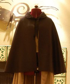 Short Cloak. Pattern link, construction, material source links.