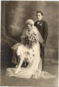 Art Deco Bride and Groom: Wedding Photos Vintage Bridal Fashion Antique Wedding Dresses, 1920s Wedding, Wedding Dress Trends, Vintage Weddings, Country Weddings, Lace Weddings, Romantic Weddings, Old Wedding Photos, Wedding Pictures