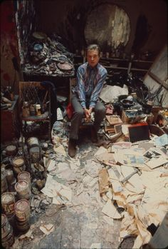 Francis Bacon, in his studio, 1974 - photo by Michael Holtz. Credits : Michael Holtz Estate / Photo 12 www.photo12.com