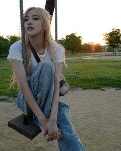 Image about kpop in blackpink by xviidirr__ on We Heart It Kim Jennie, Divas, K Pop, Blackpink Members, Black Pink, Rose Park, Park Chaeyoung, Blackpink Jisoo, Love Rose