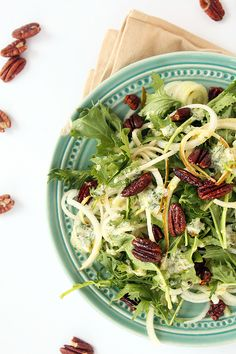 Pear Noodle, Mizuna Greens and Spiced Pecans with Parsley-Goat Cheese Vinaigrette | Inspiralized