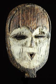 Utilisés lors des cérémonies nocturnes de la société initiatique du Bwété, ces masques sont des objets rituels, soustraits à la vue des non-initiés.Ils interviennent à titre d'apparitions surnaturelles, matérialisant la multitude d'entités anthropomorphes et zoomorphes que l'enseignement ésotérique dispensé par la confrérie, utilise à titre de symbole.Le masque a donc pour fonction de visualiser le panthéon bigarré et proliférant des images symboliques que les récits initiatiques évoquent.