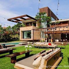 Casa rústica moderna! Linda!!! 😍🏡🌴 #blog #construindominhacasaclean #casa #home #house #fachada #paisagismo #rústico #moderno #campo #inspiração #instadecor #decor #decoração #design #designinteriores...