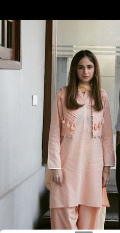Girls Dresses Sewing, Stylish Dresses For Girls, Stylish Dress Designs, Simple Dresses, Simple Pakistani Dresses, Pakistani Dress Design, Girls Frock Design, Pakistani Fashion Party Wear, Sleeves Designs For Dresses