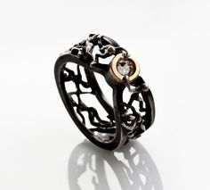 Selection Wedding Ring (Comes with Climbing Man Pin Gift )