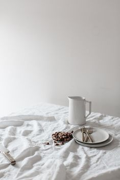 Ideas for breakfast photography food photo inspiration mornings Breakfast Photography, Food Photography Styling, Still Life Photography, Product Photography, Photography Website, Objet Deco Design, Messy Bed, Prop Styling, Luz Natural