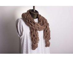 Armgebreide sjaal (bruin)