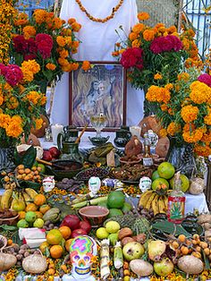 Ofrenda  - for more of Mexico, visit www.mainlymexican... #Mexico #Mexican #altar