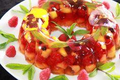 Tentações Sobre a Mesa: Aspic de Frutos e Flores - Gelatina Recheada de Frutas em Camadas