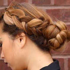 The lob may be taking social media by storm but there's no denying the versatility and glamour of long locks wrapped into a sweet side braid. Take this look from the office, to the gym and straight … Dutch Braid Bun, Side Braid With Bun, Double Dutch Braid, Sporty Hairstyles, Braided Hairstyles Tutorials, Up Hairstyles, Hairstyle Ideas, Fall Hair Trends, Diy Braids