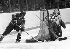 1974 WHA Summit Series: USSR-Canada. V.Shadrin-G.Cheevers.