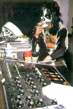 """Peter Criss takes a smoke break during the recording of """"Destroyer"""" Paul Stanley, Gene Simmons, Eric Singer, Kiss Members, Kiss Pictures, Kiss Images, Eric Carr, Peter Criss, Vintage Kiss"""