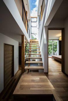 クレバスハウス クレバスをイメージした階段ホール: 株式会社seki.designが手掛けたtranslation missing: jp.style.玄関-廊下-階段.modern玄関/廊下/階段です。