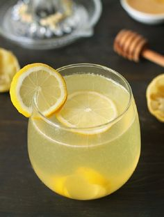 Recipe For Lemonade - Healthy Recipes Refreshing Drinks, Summer Drinks, Cocktail Drinks, Fun Drinks, Healthy Drinks, Healthy Eating, Healthy Recipes, Clean Eating, Fast Recipes