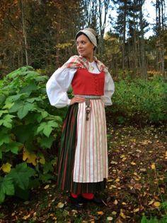 Karstulan kansallispuku Folk Costume, Costumes, Ader, Fantasy Girl, Girly Outfits, People Around The World, Girl Scouts, Finland, Scandinavian