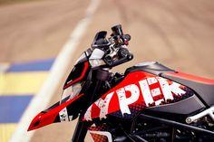 Ducati Motorcycles, Yamaha, Ducati Hypermotard, Leg Injury, Valentino Rossi, Gto, Motogp, Golf Bags, Bike