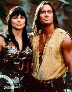 Xena et Hercule ! J'adorais regardé l'une et l'autre de ces deux séries, c'était magique à mes yeux de petite fille ! Xena était trop belle, Hercule était trop beau ! n_n
